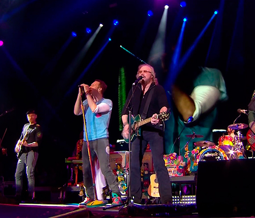 "CMTV - Coldplay canta ""Stayin Alive"""