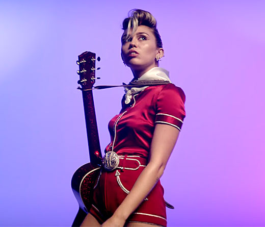 CMTV - Miley Cyrus lanza Younger Now