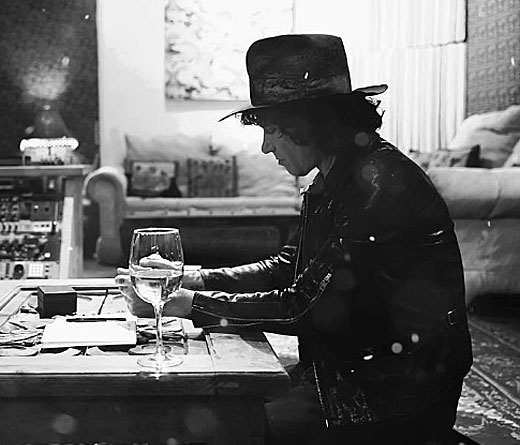 Enrique Bunbury - Bunbury regresa con dos canciones