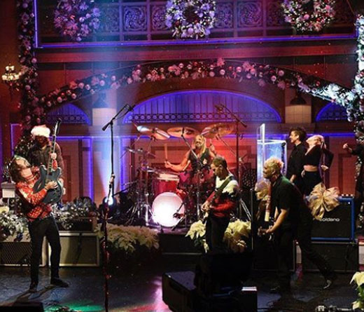 CMTV - Popurrí navideño de Foo Fighters